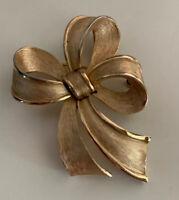CROWN TRIFARI VINTAGE Brushed Gold Tone Bow Ribbon Brooch Pin