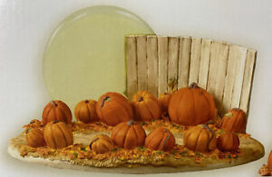 Hallmark ~ Linus and the Great Pumpkin Patch ~ Ornament Display  w/ Ornament NEW