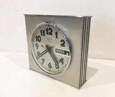 Horloge pendule à poser ou suspendre  VINTAGE VEDETTE  années  60's 70's  sep7