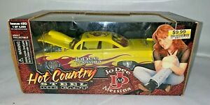 RACING CHAMPIONS JO DEE MESSINA HOT COUNTRY DIE CAST CAR ISSUE 20 - LIMITED