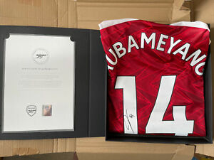 HAND SIGNED AUBAMEYANG ARSENAL SHIRT WITH COA IN GIFT BOX 20/21 OFFICIAL RARE