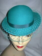 Vintage 70s 80s green felt net & ribbon trim pillbox hat 53cm