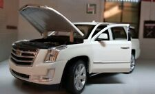 LGB 1:24 Scale 2017 White Cadillac Escalade 6.2 V8 Diecast Model Car Welly 24084