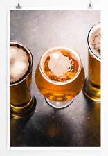 Food-Fotografie – Gefüllte Biergläser auf einem dunklen Tisch 60x90cm Poster