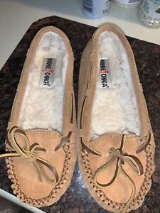 Minnetonka Women's 5 Tan Brown Leather Suede Soft Cally Moccasins Slippers Shoes