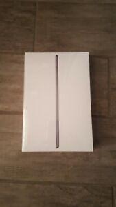 Gray Apple iPad Mini 5th Gen, MUU32LL/A, 256GB, 7.9in (Worldwide Shipping)