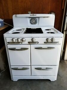 O'Keefe & Merritt  Vintage Gas Stove with oven & broiler ****PICK UP ONLY****