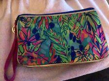 Lilly Pulitzer Wallet/Makeup Case. 2 Inner Pockets & Divider for Credit Cards.
