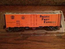 Lionel 17352 Pacific Fruit Express Steel Sided Reefer New in worn Box