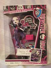 Spectra VonderGeist Picture Day Monster High Fashion doll Mattel with fearbook
