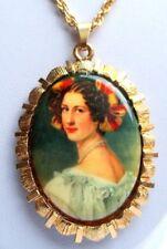 Collier pendentif couleur or bijou vintage victorien camée buste de femme 2607