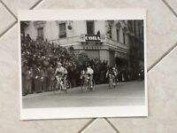 rare grande PHOTO ancienne Velo Cyclisme MILAN SAN REMO 1957 Miguel POBLET