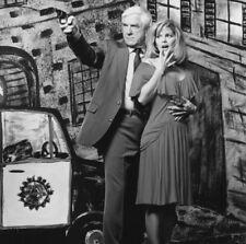 Leslie Nielsen and Priscilla Presley UNSIGNED photo - K6415 - Naked Gun 33 1/3