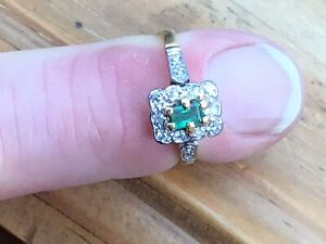 Excellent Vintage 18ct Gold, Diamond and Emerald Ring, London 1982 - Size J.1/2