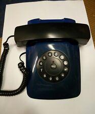 Telefono fisso vintage anni '70 a tastiera circolare.