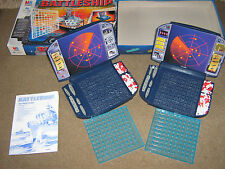 1999  VINTAGE  M B GAME  BATTLESHIPS 2 PLAYERS 7 AND UP HASBRO  NAVAL STRATEGY