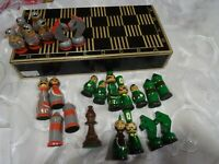 boite bois jeu  d échec  23piéces  bois coloré
