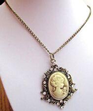 pendentif bijou vintage victorian camée femme cristaux diamant couleur or *1933