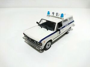 Legendary Cars fiat fso polsky 125 125P ambulance - IXO de Agostini 1/43