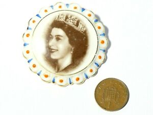 1950s Coalport Ceramic Brooch with Portrait of Elizabeth II Gilt Detailing