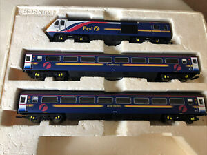 HORNBY 00 R2299 FIRST GREAT WESTERN TRAINS HST TRAIN AND 2 CARRIAGES No 43029