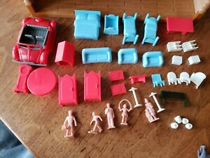 Plasticville people  kids,  adults + a  house furniture & HO Zoo Animals + a car