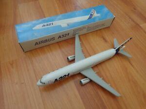 1:200 AIRBUS A321 FLEET PLASTIC DESKTOP MODEL PLANE