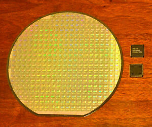 6 inch Silicon wafer collectors set - DS87C520 CPU wafer and DS87C520 CPU chip.
