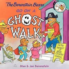 (Good)-The Berenstain Bears Go on a Ghost Walk (Paperback)-Berenstain, Stan,Bere