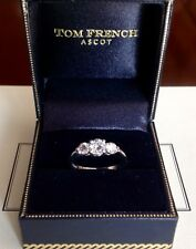 Beautifull delicate three diamond platinum ring size K, must be seen and tried