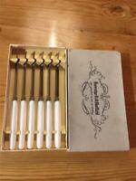 6 x Vintage Peeredge Stainless Steel and Platic Handle Table Knives 21cm Boxed