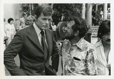JACK LORD ON THE SET OF HAWAII FIVE O ORIGINAL 1976 CBS TV PHOTO