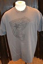 MENS GREY FAMOUS STARS & STRAPS GRAPHIC PRINTED T SHIRT SIZE XLARGE