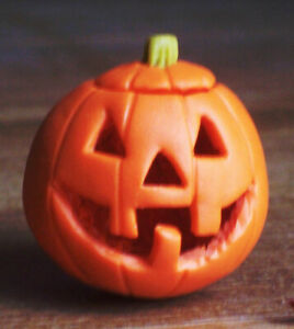 Dollhouse Miniatures: handmade Halloween pumpkin with removable lid