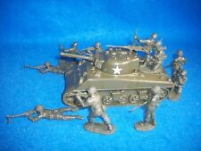 WWII US Sherman Tank w/ 10 Classic Toy Soldiers Infantry