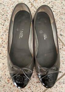 Chanel ballerines en cuir vernis gris/noir - Pointure 38,5