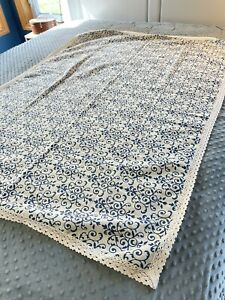 """French Country Blue And White Toile Linen Tablecloth With Ecru Lace Trim 55x39"""""""