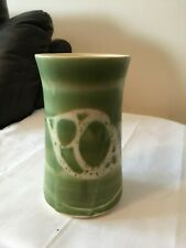 COLLECTABLE VINTAGE GREEN AVIEMORE POTTERY VASE