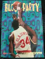🔥1995-96 Hoops Block Party Houston Rockets Basketball Card #8 Hakeem Olajuwon