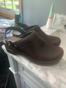 Dansko Womens Brown Leather Slingback Clogs  Size 39