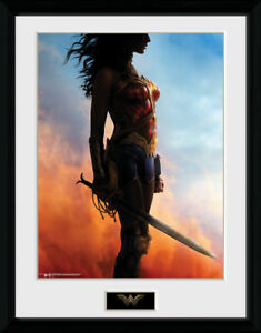 Wonder Woman Stand Collector Print 30x40cm | 12x16