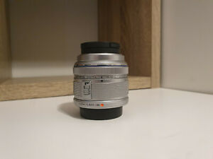 Olympus M.ZUIKO Digital 14-42mm f/3.5-5.6 II R Lens for Micro 4/3 + UV Filter