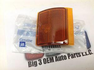 GMC Sierra RH Passenger Front Lower Side Marker LAMP Assembly new OEM 5977740