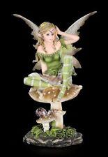 Grüne Elfen Figur - Alanel sitzend auf Pilz - Fee Statue Fantasy Deko