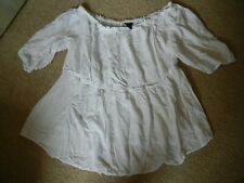 Torrid White Peasant Top w/Embroidery size 3 On or Off Shoulder