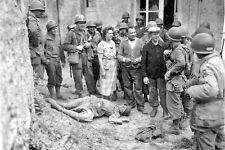 WW2 - Discussion entre paysans et soldats US autour d'un mort allemand