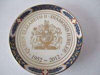 ROYAL WORCESTER - QUEEN ELIZABETH 2012 DIAMOND JUBILEE- SOUVENIR PIN DISH
