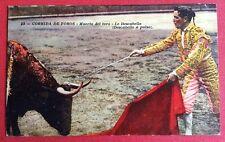 CPSM. 1924. TAUROMACHIE. 23. Muerto del toro. Le Descabello a pulso.
