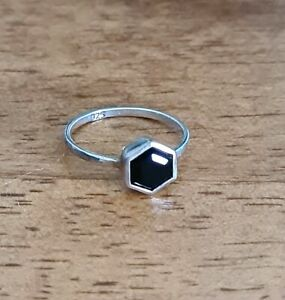 Sterling silver ring With Black Stone ~ Pretty Design ~ Size H