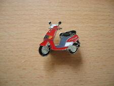 Pin Piaggio Vespa Quartz rot red Scooter Roller Art. 0304 Spilla Oznak Bike Moto